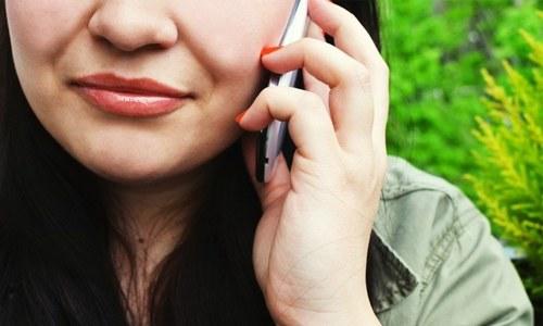 'گھر میں کام نہ ہونے پر' جعلی کال ملانے والی خاتون گرفتار