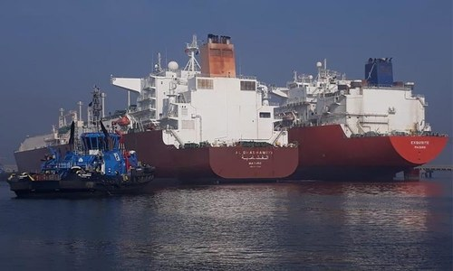 ملک میں گیس کی قلت: ایل این جی کے 2 بحری جہاز پورٹ قاسم پر لنگر انداز
