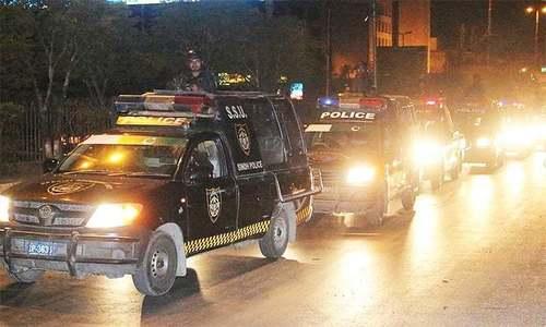 Couple caught in crossfire between police, suspects in Karachi