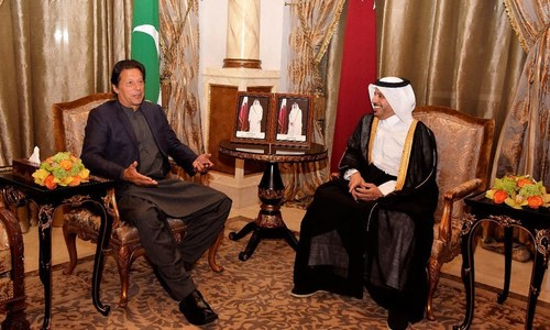 وزیراعظم کی قطری ہم منصب سے ملاقات، اقتصادی تعاون پر تبادلہ خیال