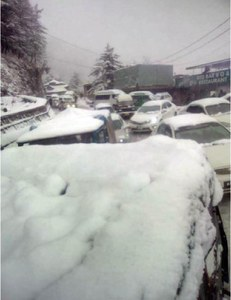 Heavy rain in twin cities as Murree receives snow