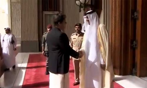 PM Khan meets Qatari emir in Doha