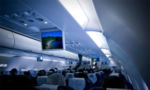 لینڈنگ یا ٹیک آف کے وقت طیارے کی روشنیاں مدھم کیوں ہوتی ہیں؟