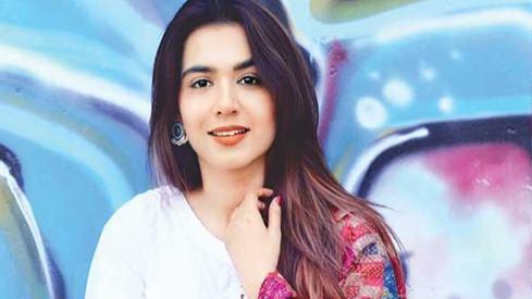 Mansha Pasha takes on a villainous role for drama Surkh Chandni