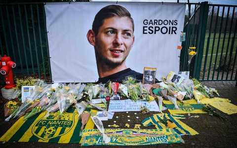 Body from wreck of Sala plane taken to Britain