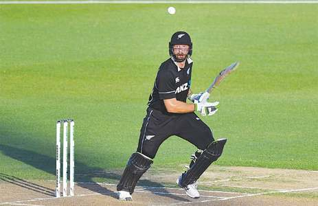 Ton-up Guptill hits form as NZ outgun Bangladesh