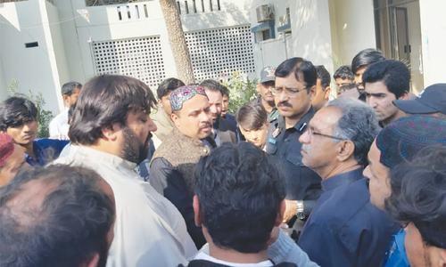 Three labourers gunned down in Larkana