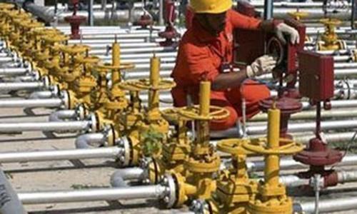 Govt orders increase in LNG imports, furnace oil stocks