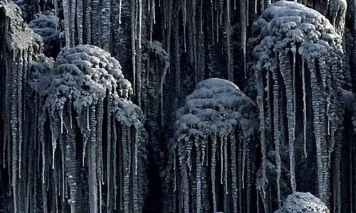 روس میں سیاہ برف باری