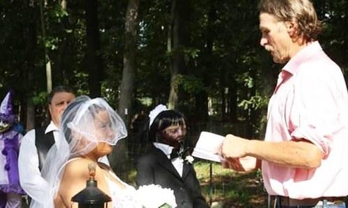 گڑیا سے شادی کے بعد شخصیت مکمل ہونے کا دعویٰ کرنے والی لڑکی