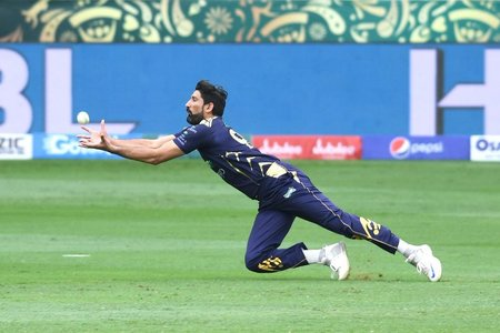 Tanvir helps Quetta Gladiators take early wickets against Islamabad United