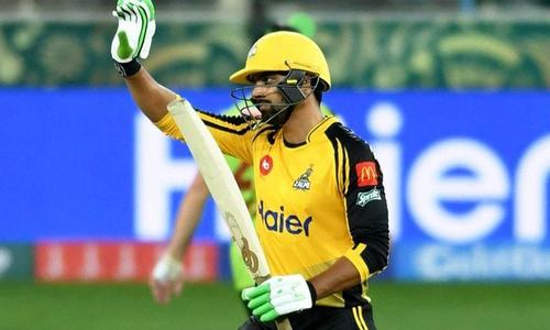 Peshawar Zalmi clinch solid 7-wicket victory over Lahore Qalandars