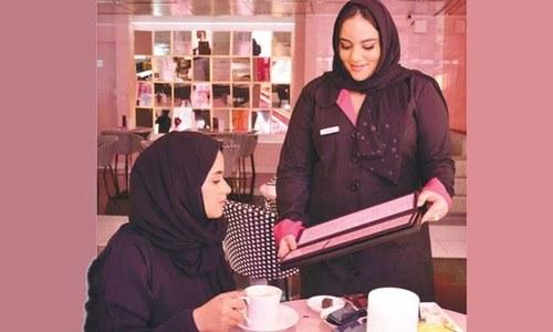 سعودی عرب میں خواتین ملازمین کی تعداد میں ریکارڈ اضافہ