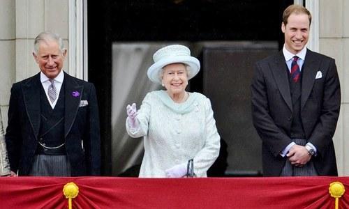 ملکہ برطانیہ نے بیٹے کے بجائے پوتے کو بادشاہ نامزد کردیا
