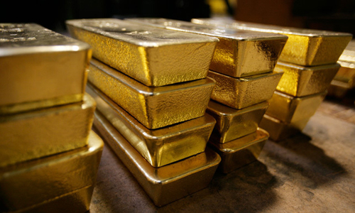 Gold hits record Rs68,200