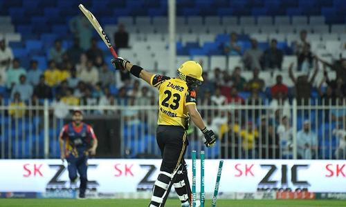 Zalmi under pressure after a thrilling 8th over by Kings' Sikandar Raza claims two wickets