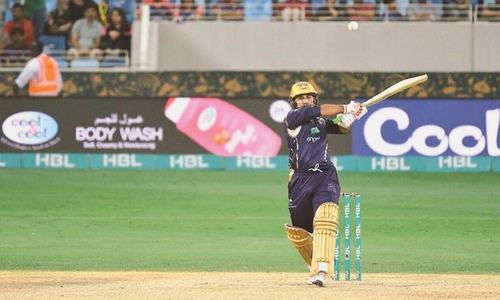 Sarfaraz hits last-ball sixer to keep Quetta's unbeaten streak alive