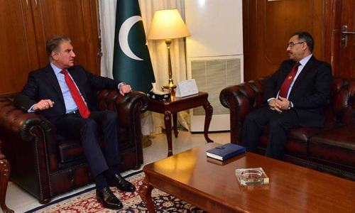 'Islamabad wants de-escalation,' foreign minister tells Pakistan's top envoy in India