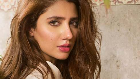 Mahira Khan posts tribute to her mother on Women's Day