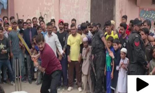 جب وزیراعلی سندھ نے نوجوانوں کے ساتھ کرکٹ کھیلی