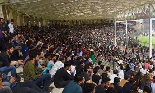 پاکستان میں پی ایس ایل کا دوسرا مقابلہ، شائقین کی بڑی تعداد اسٹیڈیم پہنچ گئی