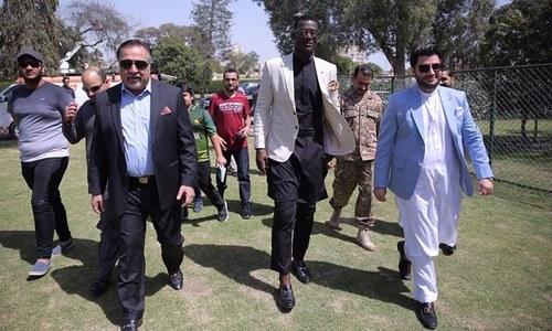 ڈیرن سیمی بھی پاکستان میں 'کلین اینڈ گرین' مہم کا حصہ بن گئے