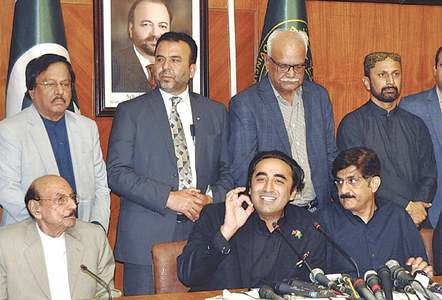 Bilawal wants three ministers 'linked to banned outfits' fired