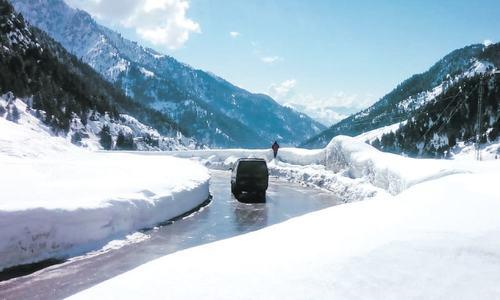 Tourists throng snow-capped Lowari Pass
