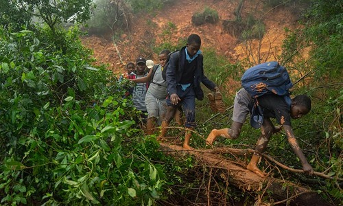 Over 100 dead after cyclone hits Mozambique, Zimbabwe