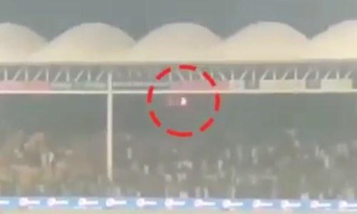 پی ایس ایل فائنل: اسٹیڈیم کے عقب میں آتشزدگی، شائقین پریشان