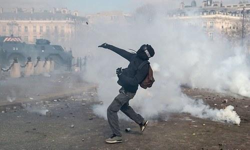 پیرس کے پولیس سربراہ 'یلو ویسٹ' احتجاج روکنے میں ناکامی پر برطرف