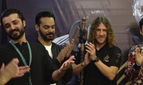 Hamza Ali Abbasi tried to impress Carles Puyol with his Spanish skills. Did he succeed?