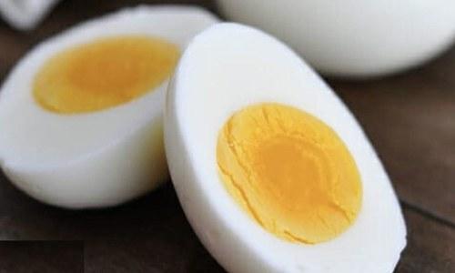 ہفتے میں 4 انڈے کھانے والے افراد میں قبل از وقت مرنے کے امکانات زیادہ