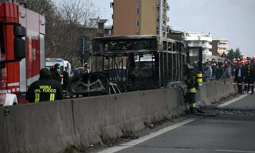 Driver abducts schoolchildren, sets bus ablaze in Italy