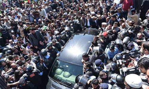 Workers swarm vehicles of PPP Chairperson Bilawal Bhutto-Zardari and his father Asif Ali Zardari as they arrive at the NAB office in Islamabad on Wednesday. — Photo courtesy: PPP Twitter account