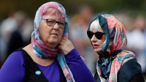After the Christchurch terror attack, New Zealand women wear headscarves to show solidarity with Muslims