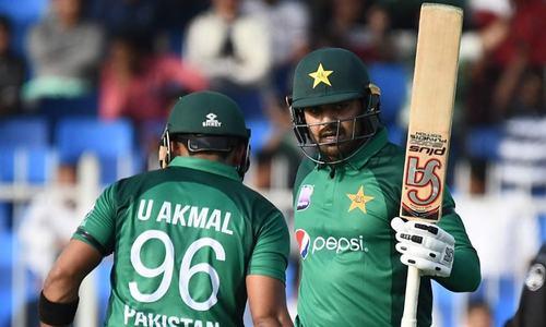 Pakistan bat in first ODI against Australia