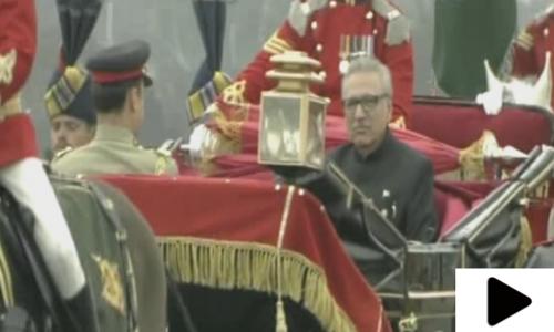 جب صدر عارف علوی بگھی میں سوار ہوکر یومِ پاکستان پریڈ میں آئے