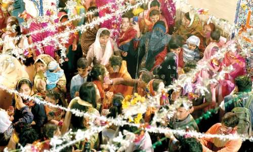 Krishna Mandir comes alive as Hindus celebrate Holi, Pakistan Day