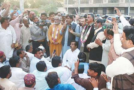 Teachers end protest after Sindh govt accepts their nine demands