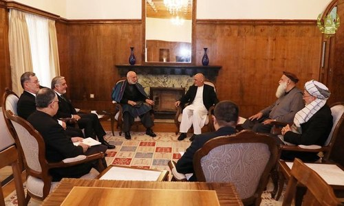 Afghan president, politicians discuss peace process