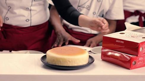 We tried the Uncle Tetsu cheesecake that everyone in Lahore is talking about