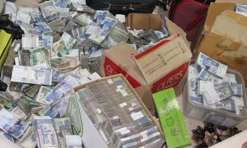 FIA seizes Rs420 million in crackdown against hundi, hawala dealers in Karachi