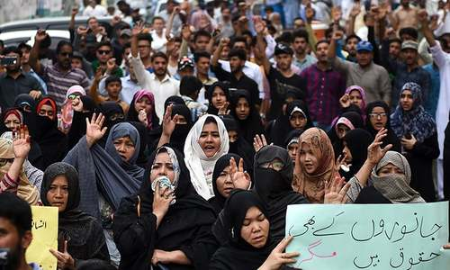 Hazara protesters want PM Khan to visit victims' families
