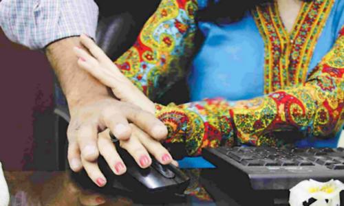 پی آئی اے افسرپر خاتون افسر کو جنسی طور پر ہراساں کرنے کا الزام
