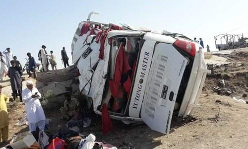 بدین: تیز رفتار بس الٹنے سے 8 افراد جاں بحق