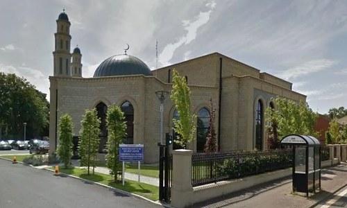 برطانیہ: مسجد کی دیوار پر نسل پرستانہ جملے لکھنے والا گرفتار