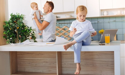 والدین کی جانب سے بچوں میں فرق کرنا کتنا خطرناک ہوسکتا ہے؟