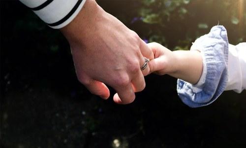 بیٹے کو حادثے میں بچانے والی ماں 28 برس بعد کومے سے بیدار
