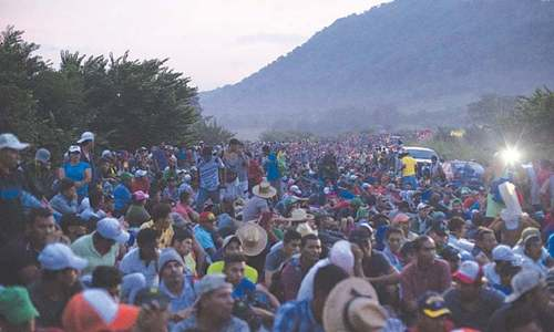 Nearly 1,000 Central American migrants  in new caravans enter Mexico